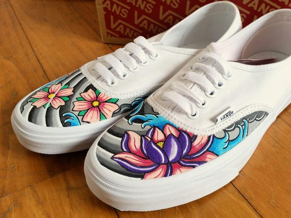 Vans Authentic dipinte a mano in stile tattoo traditional Fiori di ciliegio Sakura e decorazione giapponese