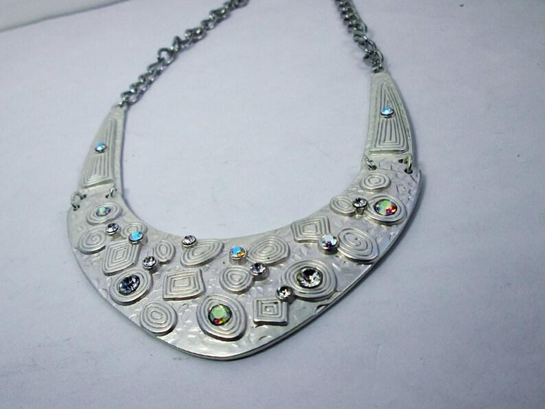 Silver Metal Statement Bib Necklace Iridescent Geometric Art Deco Necklace Bib Collar Fashion Necklace Wedding Jewelry Bridal Bib Necklace