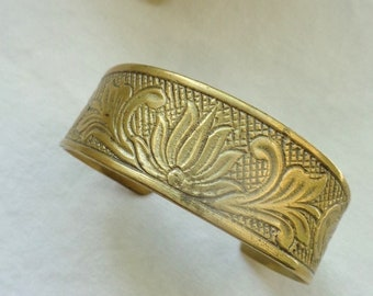 Lovely Vintage Etched Brass Lotus, Water Lily Bracelet, Carved Metal Cuff Arm Band, 1920's Style Flapper Art Deco Jewelry