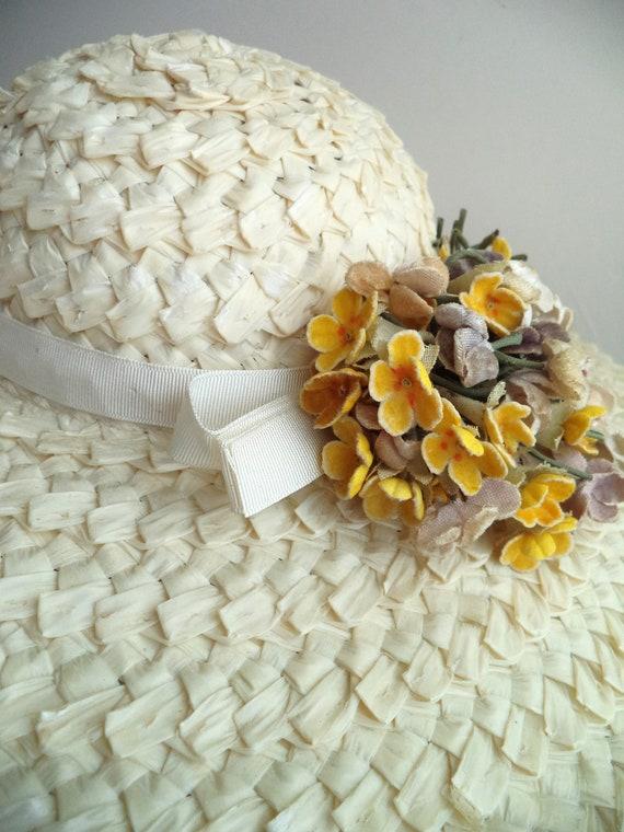 Vintage 1940's Wide Brim Cream Straw Hat, Yellow … - image 5