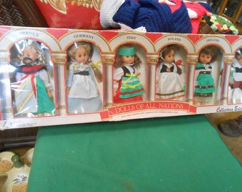 6 Dolls from All Nations