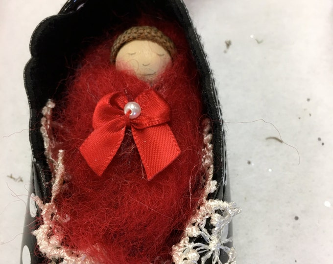 Elfin Baby in Shoe - IN STOCK