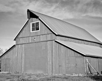 Black And White Old Barn Image