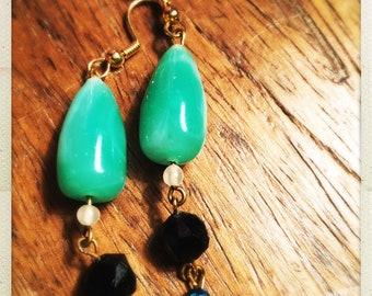 Drop earrings vintage jade green and black beads