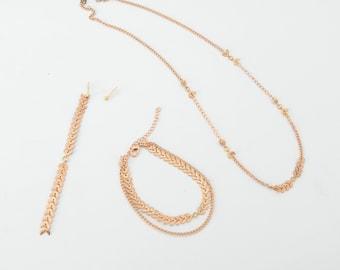Golden chevrons earrings, necklace and bracelet