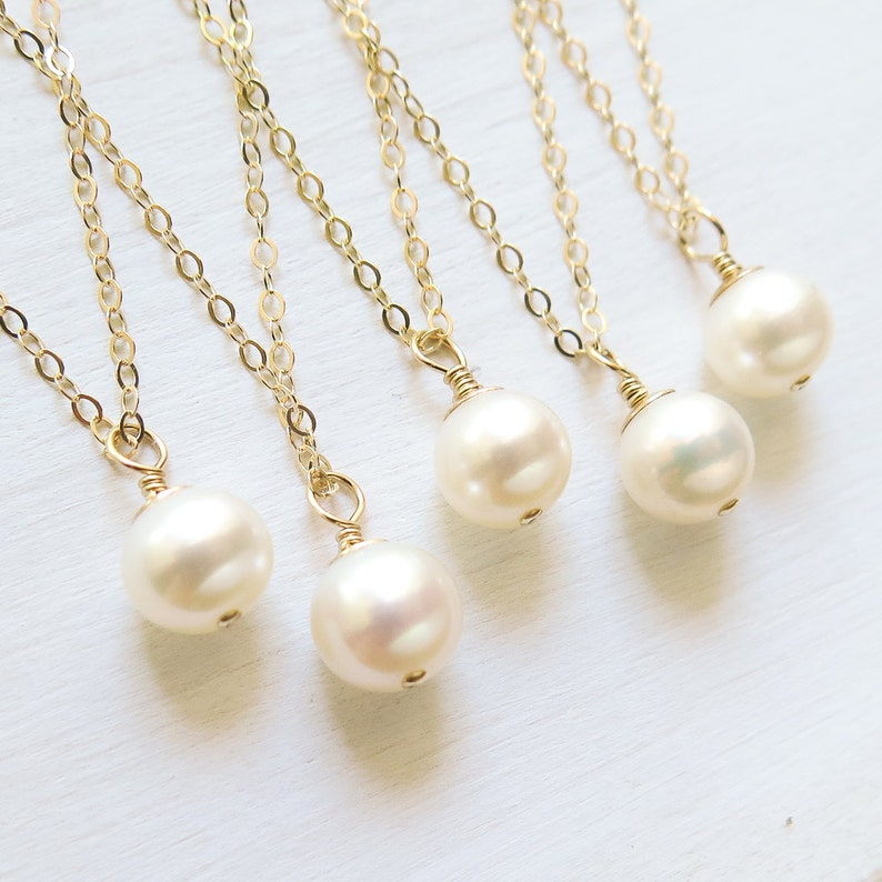 Bridesmaid Gifts Necklace Set of 3 Calla Lily Necklaces Gold Pearl Bridesmaid Jewelry Wedding Jewelry Set for Bridesmaids Bridal Party Gifts