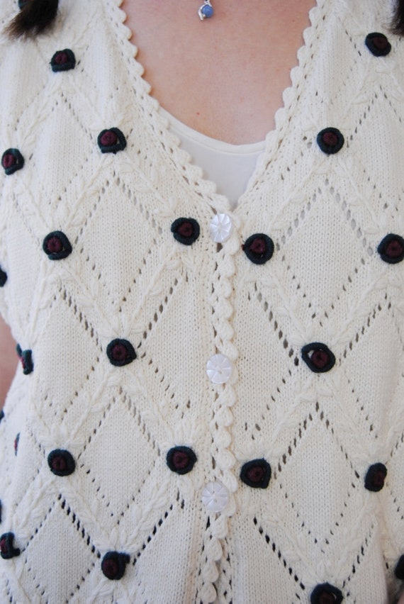 90s knit vest with rose appliqués, vintage croche… - image 7