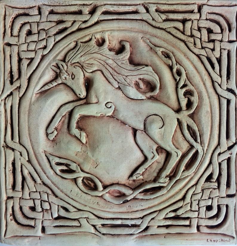 Céramique Black Relief Bas Unicorn Dans Main Finition Celtic Tuile La lKJcF1