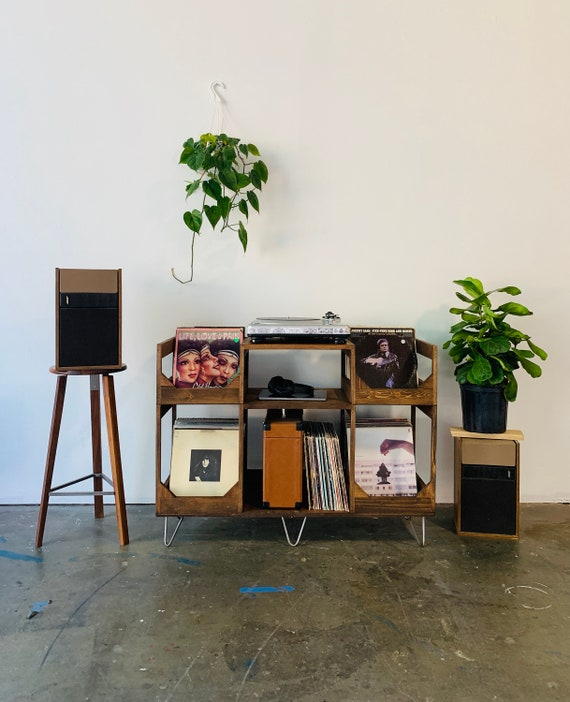 Deluxe Vinyl Display Turn Table Station // Conveniently  enjoy your Collection of over to 400 Records // A Stylish Kallax Alternative