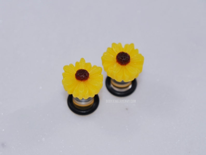 Acrylic Stretched Ear Body Piercing Jewelry Yellow Sunflower Plugs Flower Daisy No Flare Ear Gauges 6mm Cute Girly Work Hiders PAIR 2g