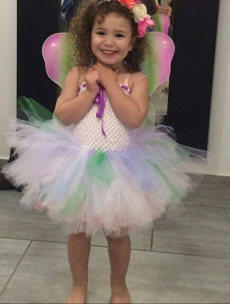 18b241c53 Vestido de tul de mariposa arco iris con alas   mariposa