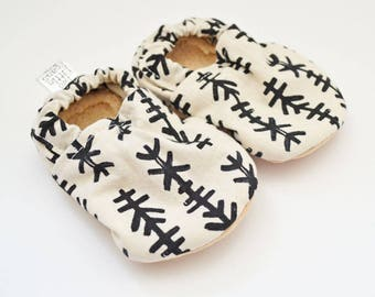Gender neutral baby booties, gender neutral baby moccs, arrow, crib shoes, soft soled shoes, grey baby shoes, baby moccasins, gender neutral