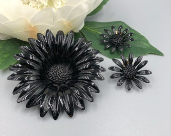 Black Enamel Flower Brooch and Matching Earrings, Daisy Flower Pin, Flower Power, Enamel Flower, Black Flower Jewelry Set, Gift for Her