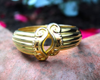 Vintage Gold Bangle / 80s Retro Egyptian Style Golden Cuff Clasp / Classical Roman Greek Pillar Design / Glasgow, Scotland / Free Shipping