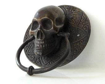 Skull knocker in patinated brass - Oddity