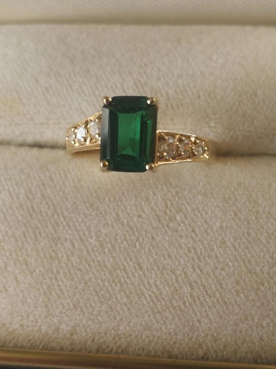 10K Emerald cut Green stone Ladies Ring