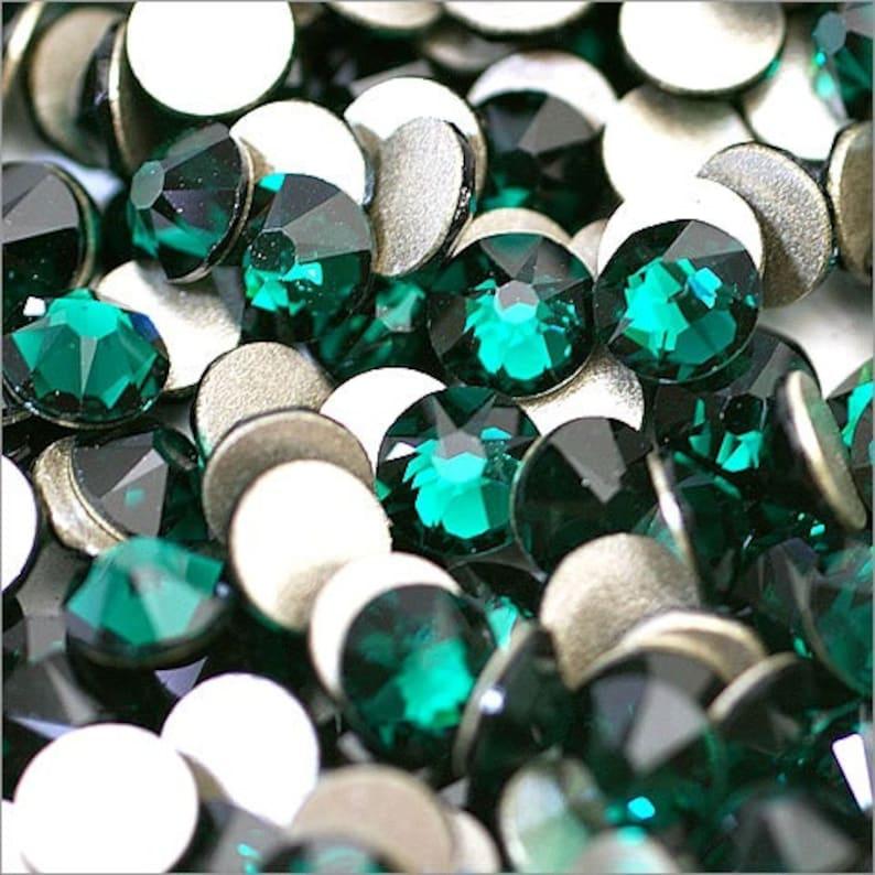 79337b88893e1f Emerald 205 Swarovski 2058 Xilion  New 2088 Xirius Crystal