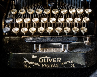 OLIVER VISIBLE WRITER | photograph