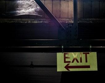 w| EXIT LEFT