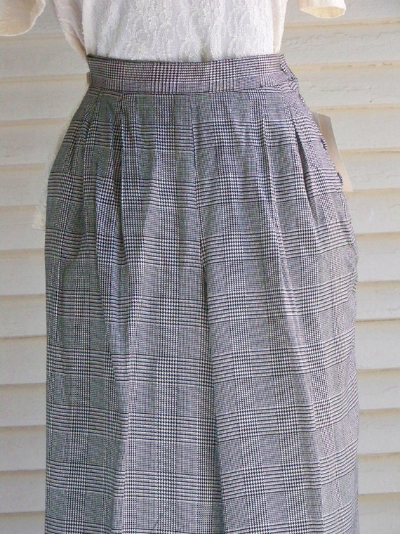 1980s Black & Ivory Houndstooth Plaid Pleated-Fro… - image 4