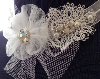 Pretty Choker with organza, trimmed with white guipure lace white