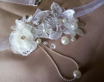 Pretty Choker with organza, trimmed with Ecru guipure lace white
