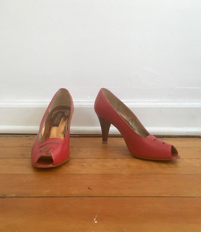9f47debcb44 Bright Red Vintage Bandolino Heels // Cage Style Peep Toe High Heels Made  in Italy in 1970s // Medium Height, 3 Inch Heels Pumps Size 7.5