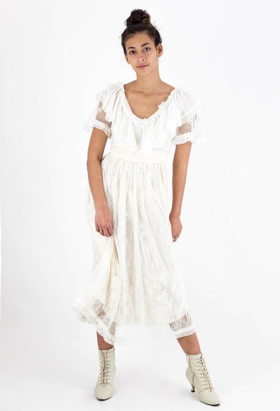 1980s Romantic Ruffle Neck Cream Floral Lace Dress