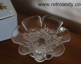 bee80900b34b vintage glass dish on foot by Walther glass design Bianca