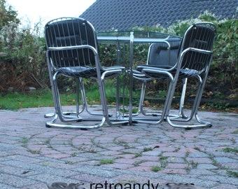 vintage eetkamer tafel en stoelen