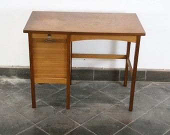 Klijn vintage Bauhaus style bureau tafel