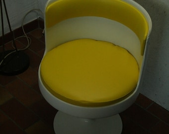 70s tulip footed swivel chair in yellow
