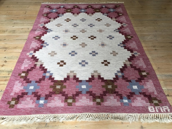 Vintage Swedish Scandinavian flat weave rölakan or rug by Anne-Marie Boberg