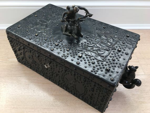 Antique Jugendstil bronze humidor by Austrian sculpter Friedrich Gornik for Dunhill circa 1910