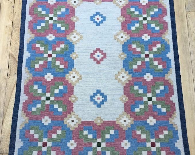 Vintage Swedish handmade rolakan flatweave rug designed by L.Norlander and called 'Lyckeby' for Vävaregården Eringsboda.