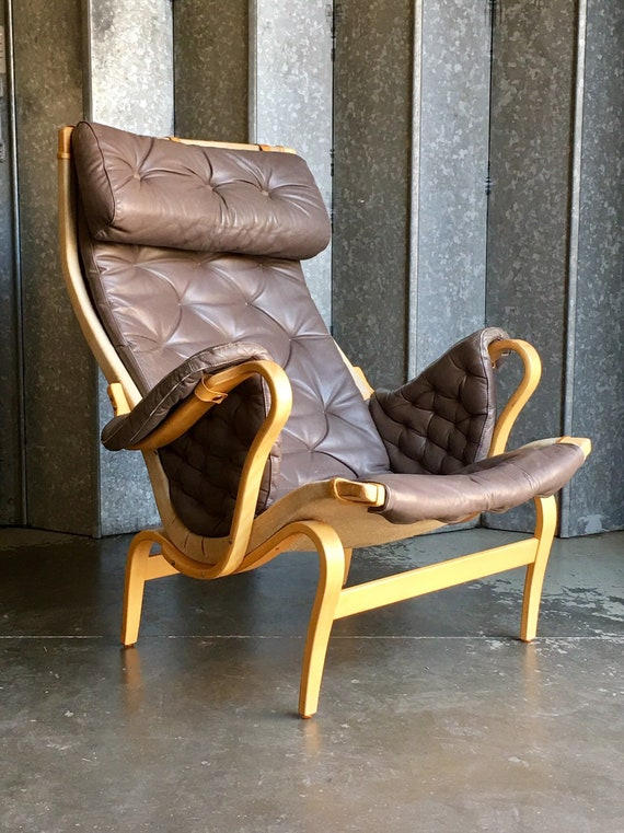 Vintage Bruno Mathsson Pernilla chocolate brown leather armchair in vintage condition circa 1970's for Dux