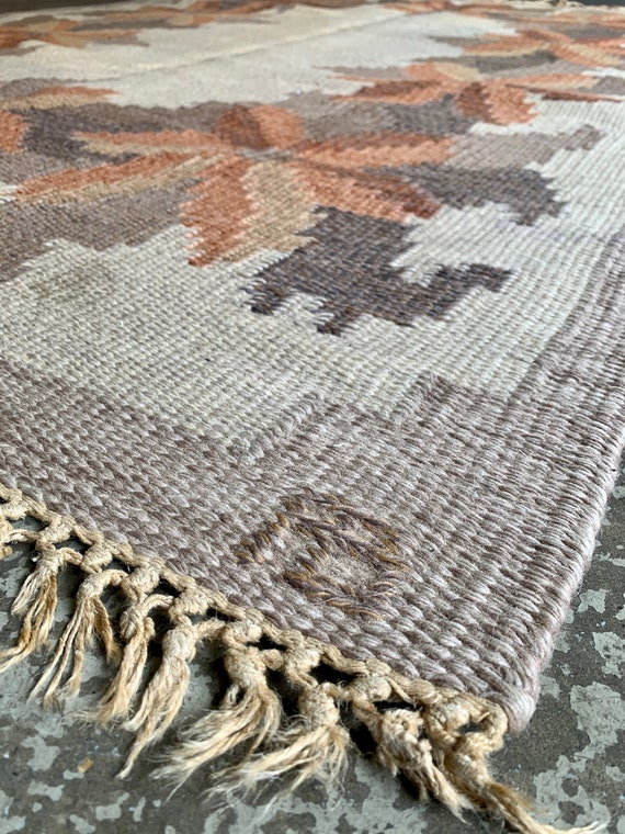 Swedish rolakan flatweave, composition with autumn leaves, 137 x 202 cm, signed AB.