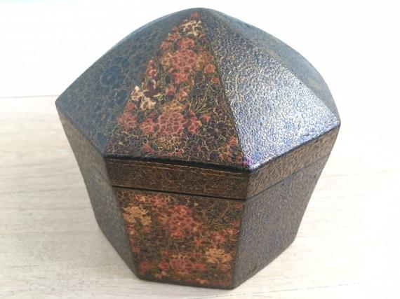 Late 19th century Kashmiri turban box in Papier-mâché