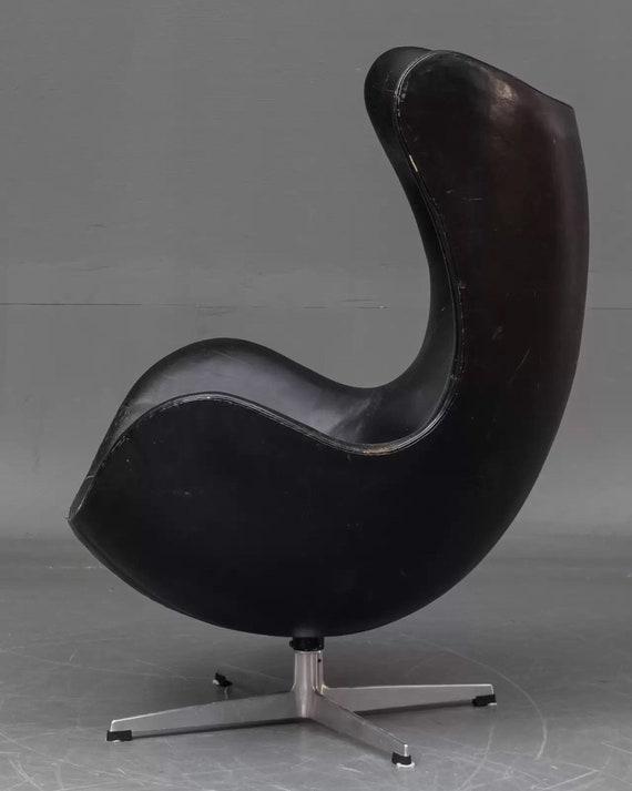 Original Vintage Arne Jacobsen Egg chair in black leather