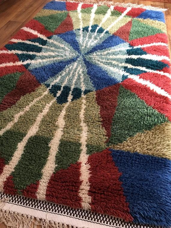 Vintage striking ryamatta in pure wool with modern lightening design circa 1970's
