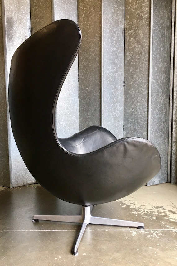 Original Vintage Arne Jacobsen Egg chair in black leather