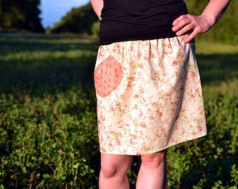 creamy skirt with rosettes, with pocket