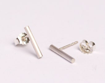 Minimal stud earrings made of sterling silver, geometric jewelry for man and woman perfect for everyday use