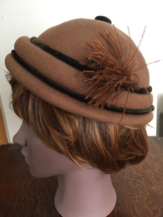Vintage Women's Calot or Beanie Felt Wool Camel Ta
