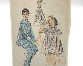 b002355236 Vintage Advance 7818 Womens Pajama and Shortie Set Size 16 Sewing Pattern