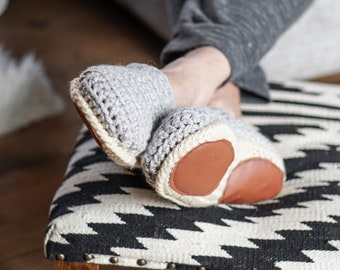 THE COMFY - Men and women slippers - Home shoes - crochet - knit - modern - wool - gift idea for him | her- cozy - for dad | mom - husband