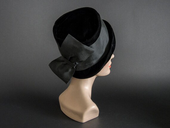 Vintage 60s Hat,Stunning Black Velvet Hat with La… - image 2