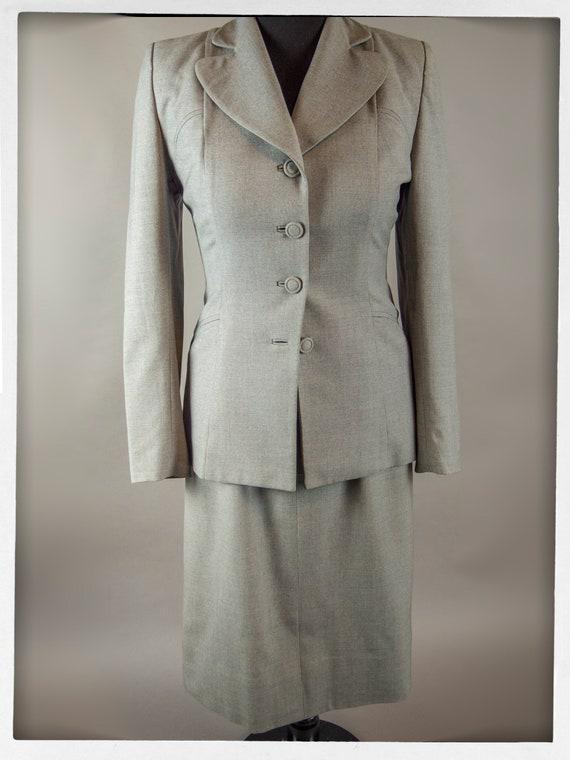 Vintage 50s Suit, Fitted Grey Wool Ladies Suit, V… - image 3