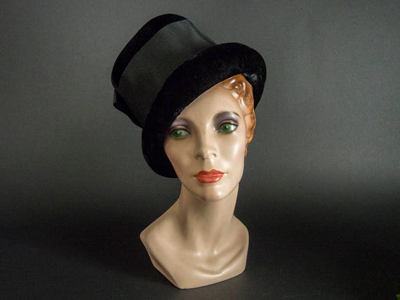 Vintage 60s Hat,Stunning Black Velvet Hat with La… - image 1