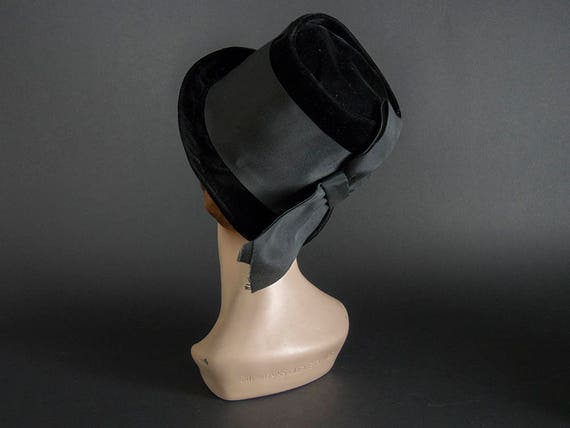 Vintage 60s Hat,Stunning Black Velvet Hat with La… - image 3